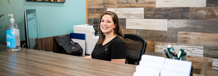 Chiropractic Tigard OR Receptionist Desk